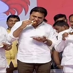 Telangana ministers eat chicken on public stage, to dispel rumours about coronavirus