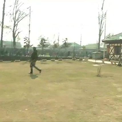 2 CRPF jawans, 7 civilians injured in grenade attack in Kashmir
