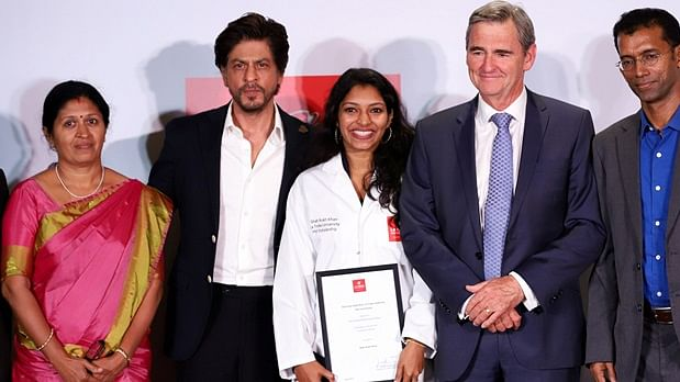 Watch Video: Shah Rukh Khan at his candid best while awarding young researcher PhD scholarship