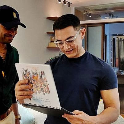 Aamir Khan gets memorable gift from renowned cartoonist Manoj Sinha