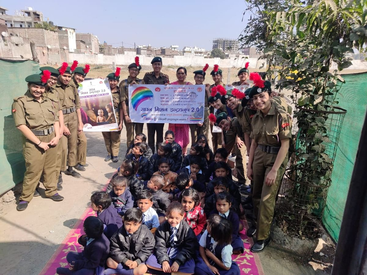 Indore: Daly College NCC cadets reach out to people to spread awareness on  vaccination