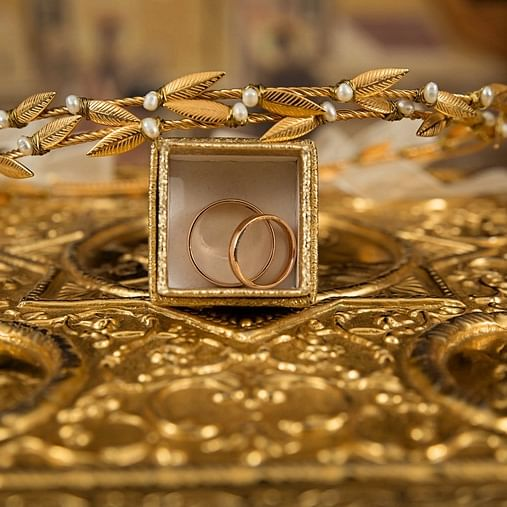 Gold prices fall marginally to Rs 42,613 per 10 gram in Mumbai
