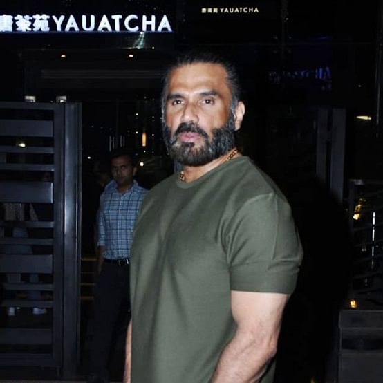 Watch video: Suniel Shetty has a diva moment, loses calm after fan touches his arm