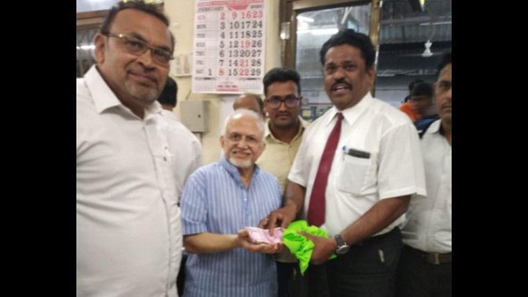 Mumbai Meri Jaan: Ticket checking staff's gesture towards passenger who lost Rs 2 lakh cash is winning hearts
