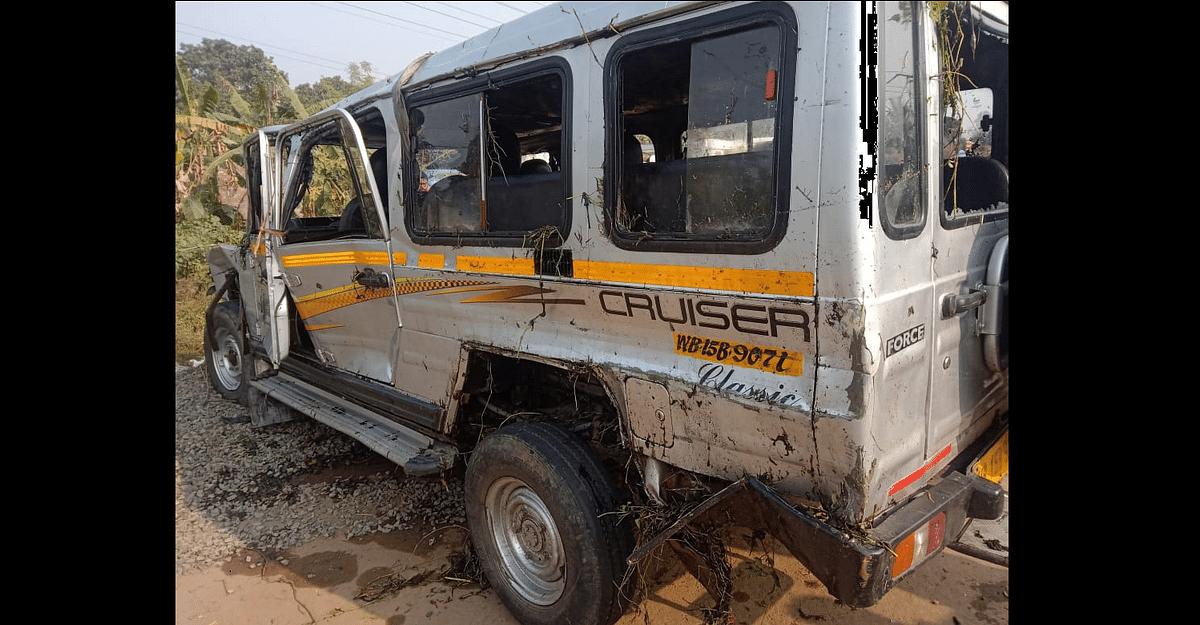 Kolkata: School carpool falls into reservoir, 14 students injured