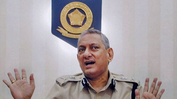 Mumbai: Ex-top cop Rakesh Maria seeks to set record straight in tell-all