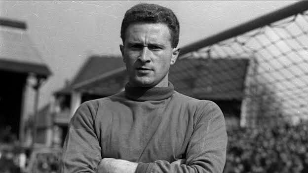 'A hero on and off the pitch': Tributes pour in for 'Munich Hero' Harry Gregg
