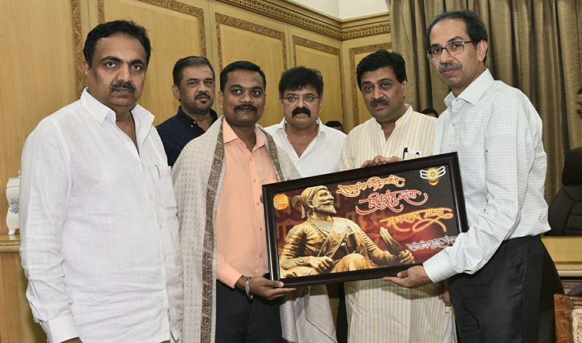 CM Uddhav Thackeray felicitates brave peon for protecting the Tricolour