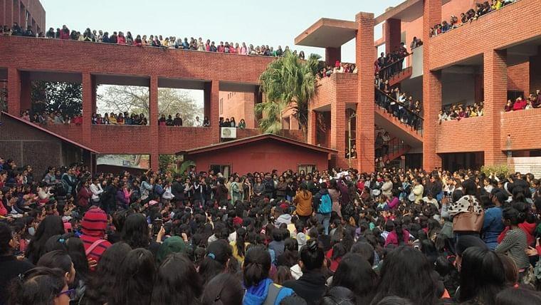 Delhi Court grants bail to 10 accused in Gargi College mass molestation case