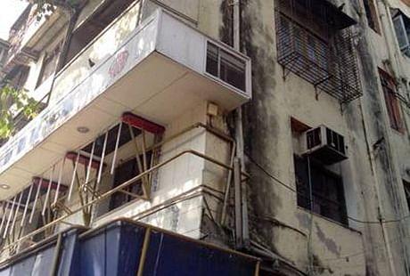 Mumbai: Dadar's 90-yr-old Prakash Mansion; Disaster in the making?