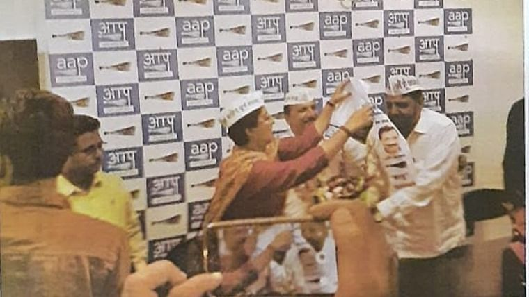 'AAP chronology samajhiye...': Twitter reacts to Shaheen Bagh shooter's new identity as member of Kejriwal's party