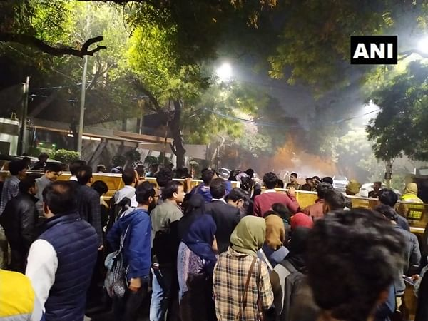 Delhi violence: Police disperse protestors gathered outside CM Arvind Kejriwal's residence