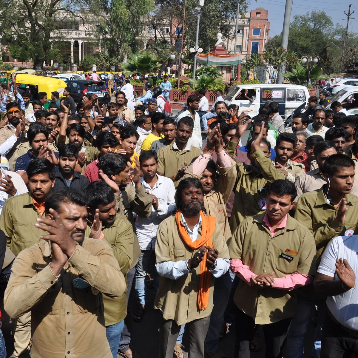 Indore: Auto-rickshaws strike, parents face trouble in sending wards to school