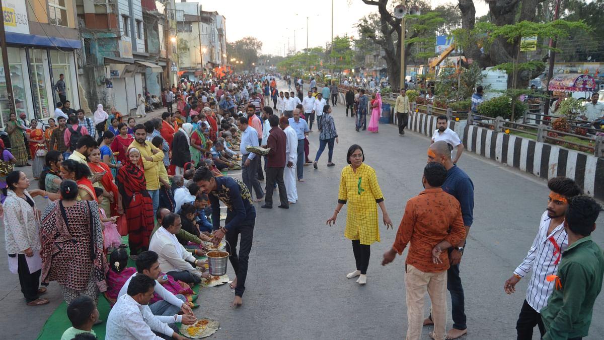 Devotees join the grand concluding ceremony of Pran Pratishtha Festival at Pitreshwar Hanuman Dham on Tuesday.