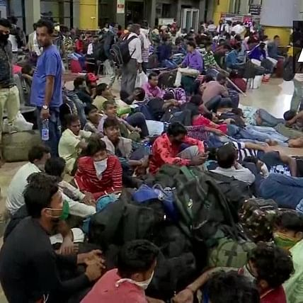 Coronavirus Outbreak: Day after lockdown announcement, migrant workers in Mumbai rush back home