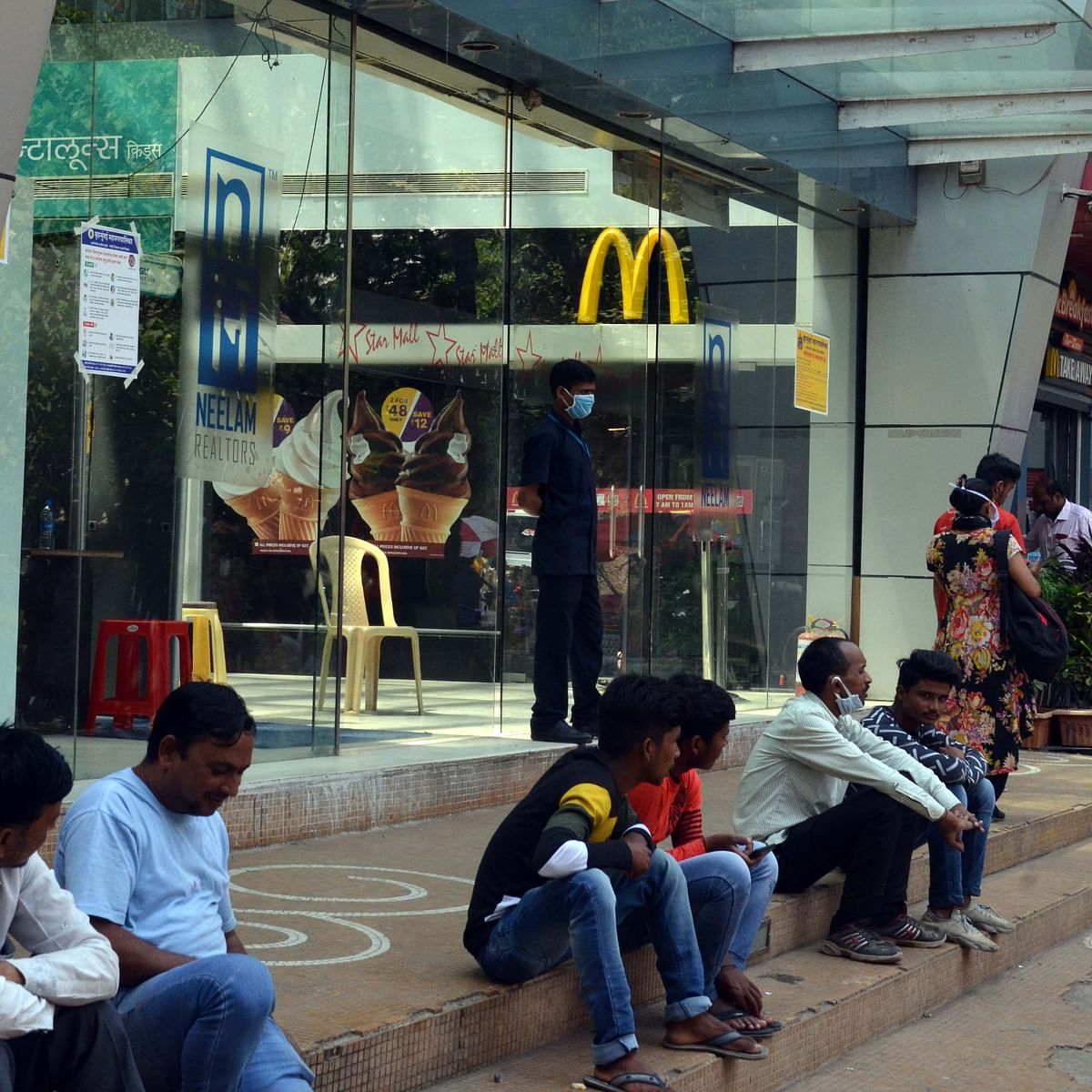 Mumbai: Workers starve as hotels shut