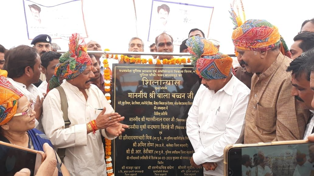 Madhya Pradesh: HM Bala Bachchan felicitates civilians for helping police