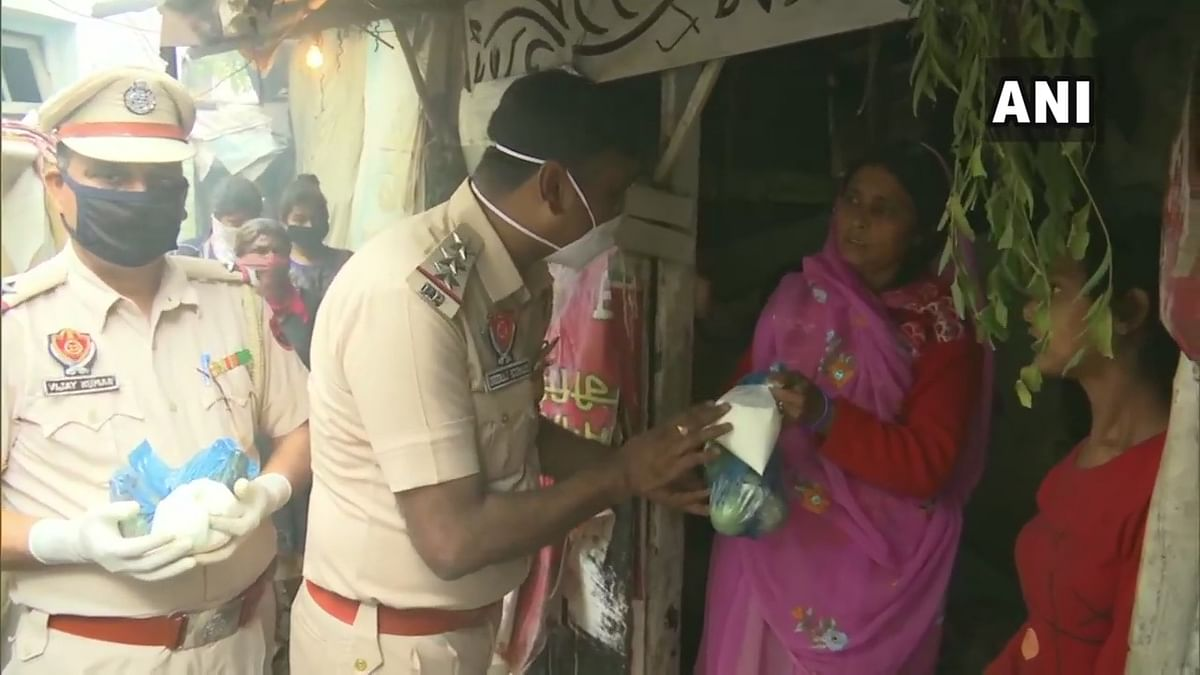 Coronavirus in West Bengal: Mamata distributes free ration to poor, sets up a 23-member task force to tackle pandemic