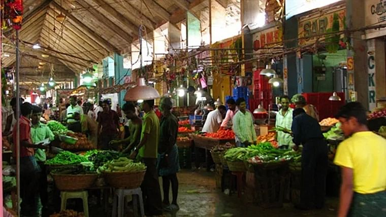 Amid coronavirus lockdown, Navi Mumbai residents forget social distancing as trucks full of veggies enter APMC market