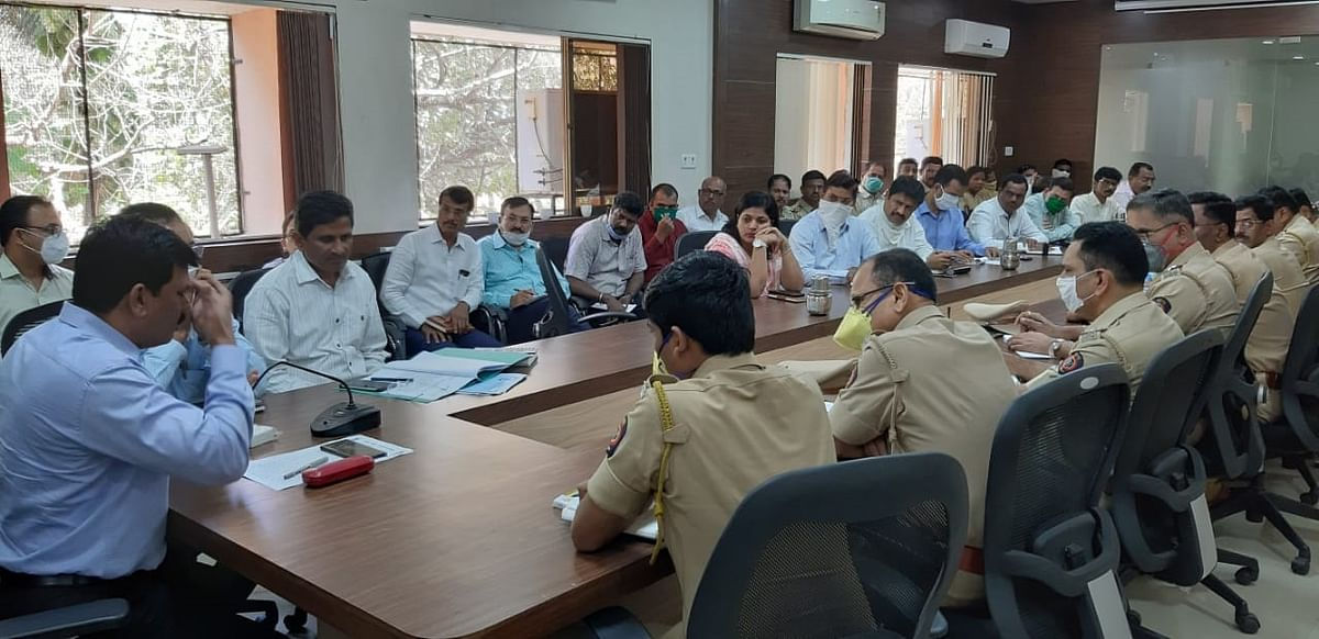 MBMC chief Chandrakant Dange held a meeting with civic and police officials