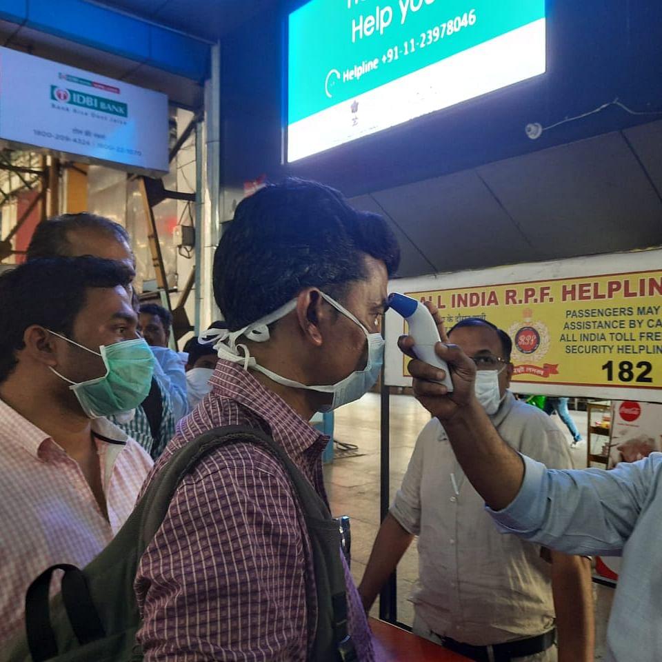 Coronavirus in Mumbai: Central Railway and Western Railways conduct thermal screening at stations