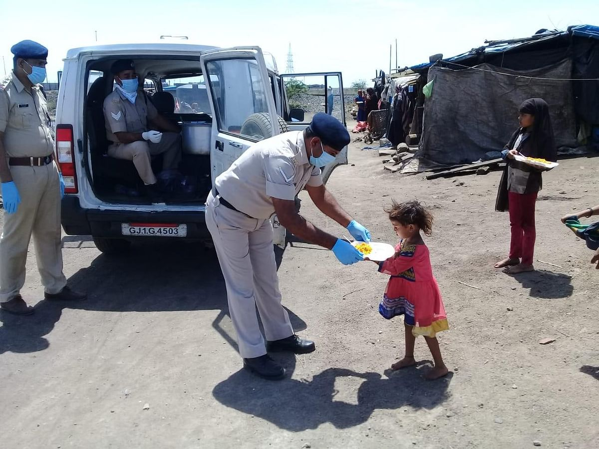 Coronavirus Lockdown: Western Railway RPF, IRCTC distribute food packages to poor; see pics