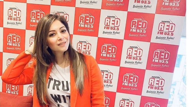Kanika Kapoor offers to donate her blood and plasma