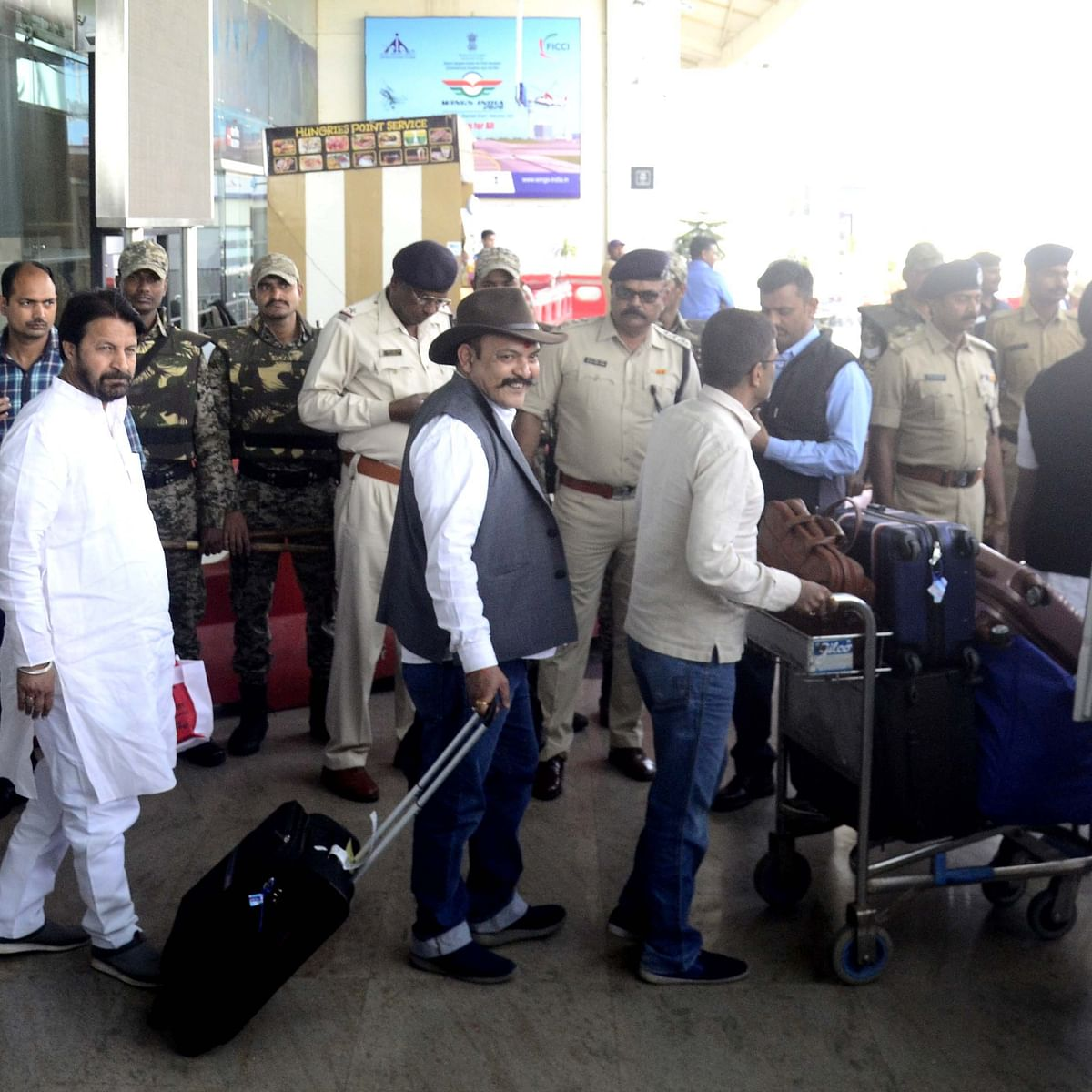 Madhya Pradesh: Congress MLAs lodged in Jaipur, reach Bhopal