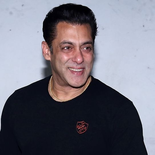 Salman Khan donates one lakh hand sanitisers to Mumbai Police