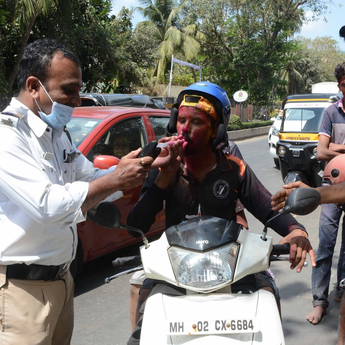 Drunk driving tests to continue in Mumbai, now to use a fresh plastic nozzle for every breathalyser test