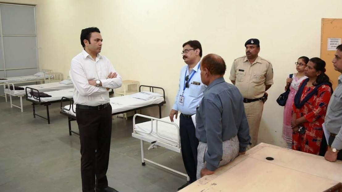 Indore: Divisional Commissioner Akash Tripathi inspects quarantine centre at Simhasa