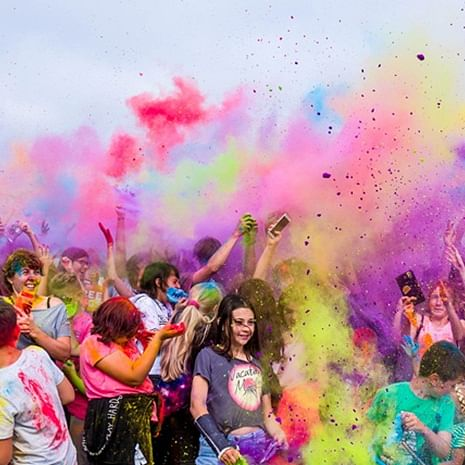 What pandemic? Undaunted by COVID-19 case surge, Mumbaikars defy restrictions to celebrate Holi