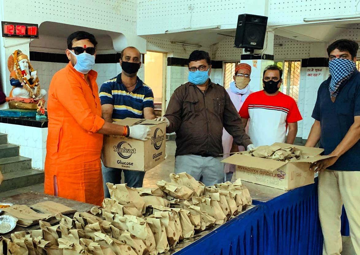 Helping Hand: Gurunanak Mandal distributes food packets during coronavirus lockdown