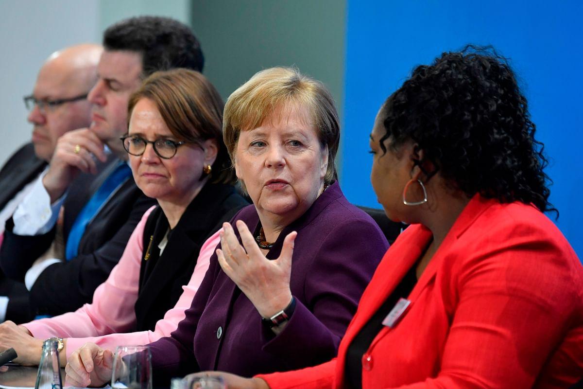 Germany: No handshake for Angela Merkel