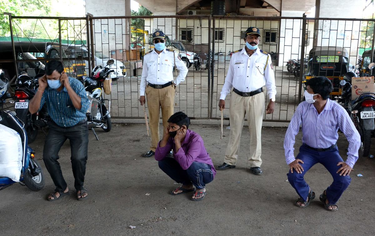 Mumbai Traffic Police makes violaters  do sit-ups for coming out of their homes during lockdown.