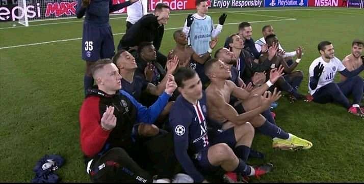 PSG Celebrating