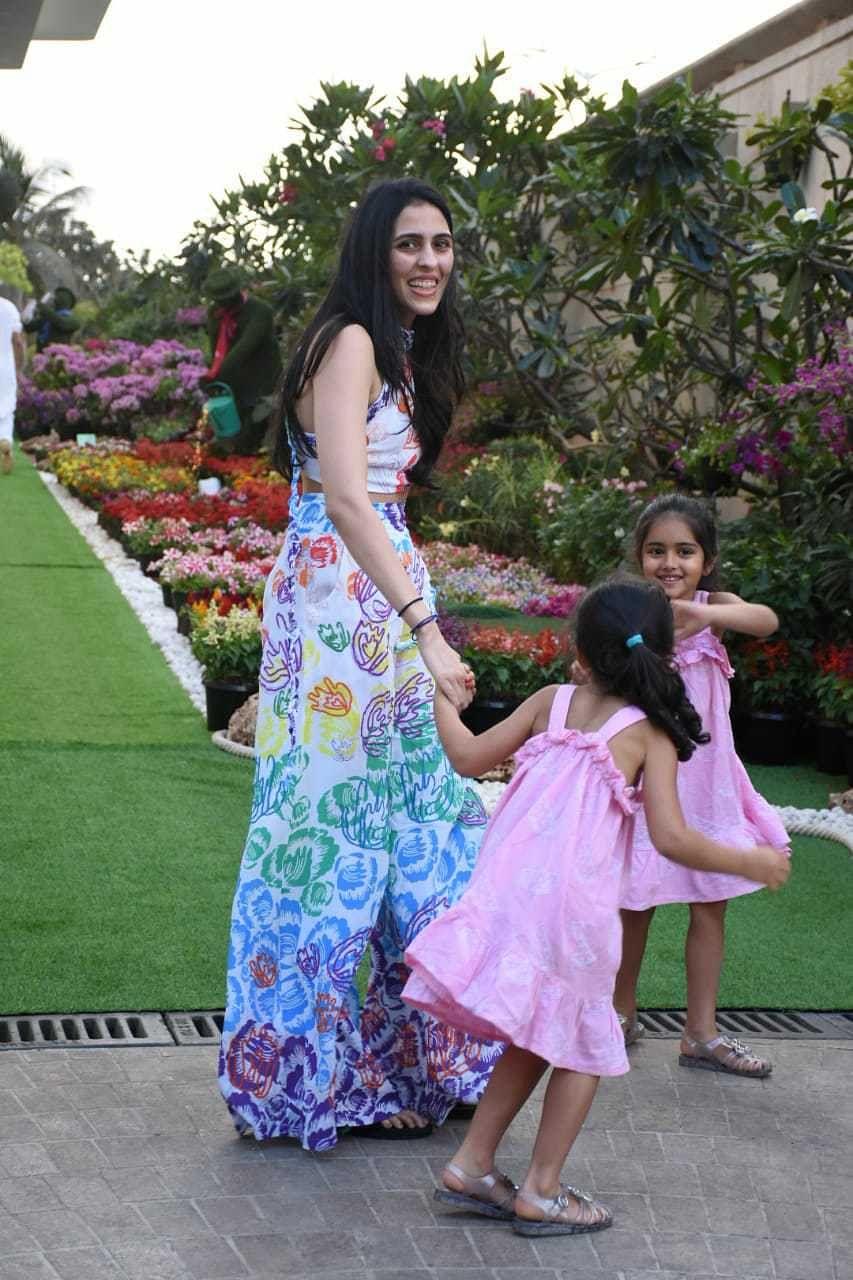 Watch Video: Vicky Kaushal celebrates his first Holi with rumoured girlfriend Katrina Kaif at Isha Ambani's party