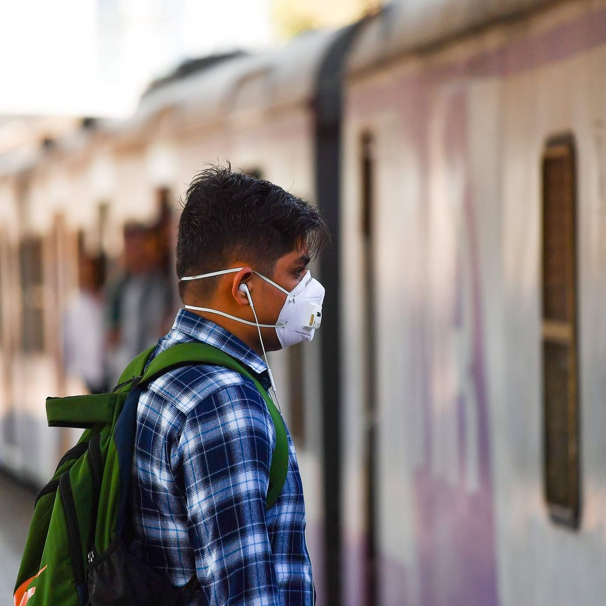 Amid pandemic, 10% of the employees of private banks can now travel by Mumbai locals