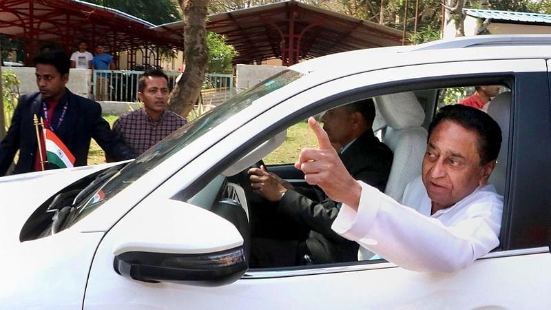 Kamal Nath takes resignation of 20 ministers, Rahul rushes to meet Sonia Gandhi