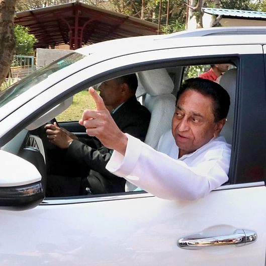Kamal Nath takes resignation of 20 ministers, Rahul rushes to meet Sonia Gandhi
