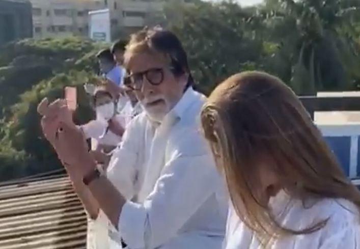 Amitabh Bachchan applauds on Janata Curfew day.