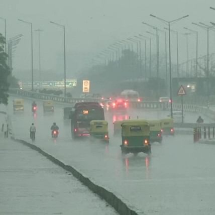 Delhi Weather Update: National capital witnesses unseasonal rains, IMD says thunderstorms likely to hit the region
