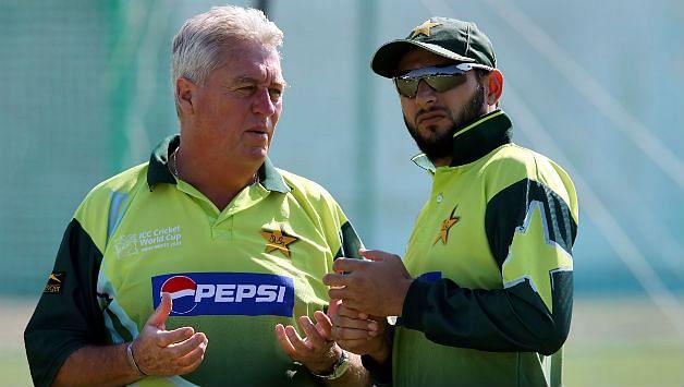 Former Pakistan cricket coach Bob Woolmer (L) with former Pakistan skipper Shahid Afridi.