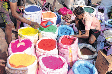 Mumbai: Holi Celebrations in city are likely to be damp, price of sprinklers and water guns to go up