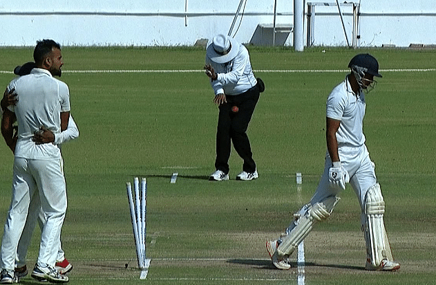 Ranji Trophy finals: Umpire retired hurt after ball hits abdomen