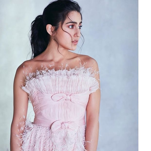 Watch video: Sara Ali Khan gives a tour of 'Banaras ki galian' to her Instafam