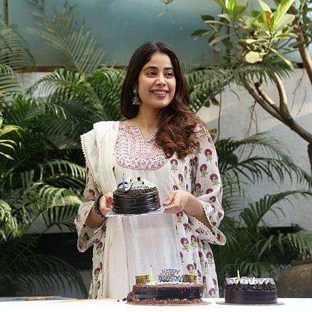 Dieting or coronavirus? Janhvi Kapoor politely refuses to eat birthday cake offered by paparazzi