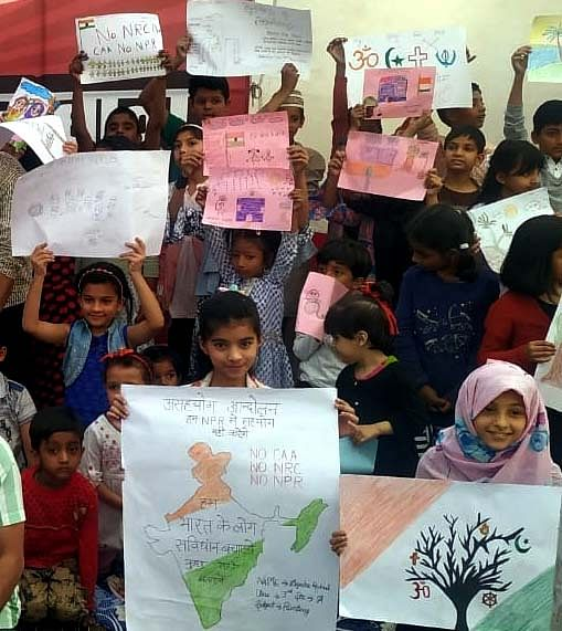 Anti CAA NRC protest in Bhopal: Iqbal Maidan Satyagrah reaches Day 74, Children give message on No-NRC, CAA & coronavirus through colours