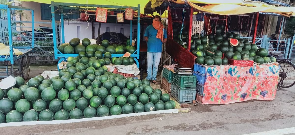 'What about halal food?': Twitterati fume after Jharkhand Police remove 'Hindu' fruit sellers banner