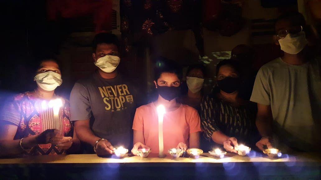 PM's 9 Baje 9 Minute appeal turns into mini-Diwali as people burst crackers, Twitterati complain